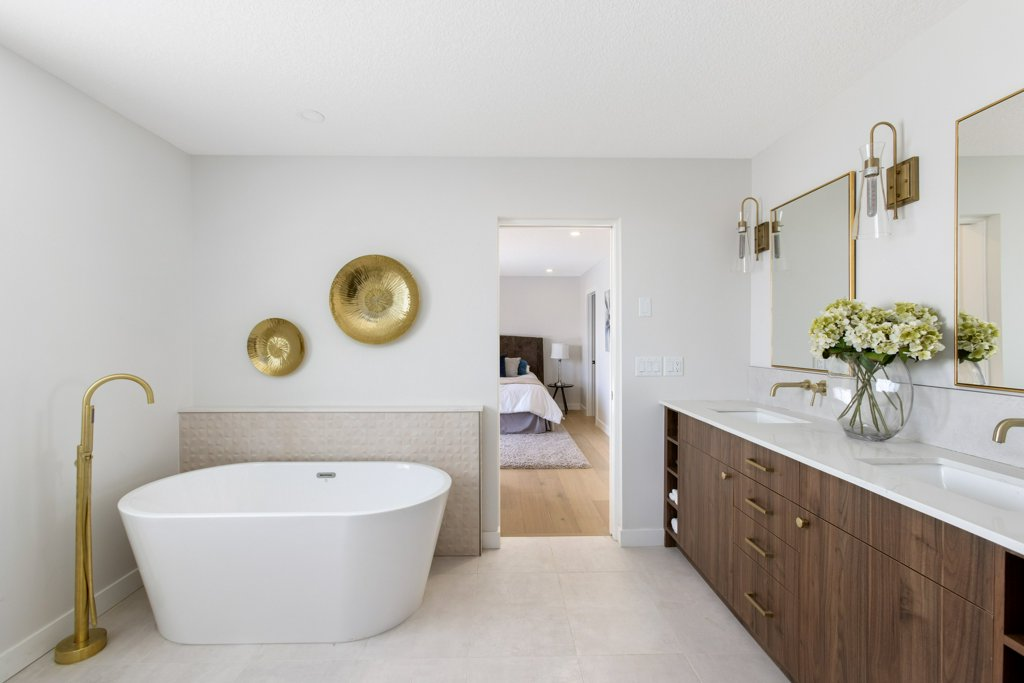 Real Estate Photography. A premium interior photo of an ensuite bathroom photographed by Ryan Haggel from Calgary Premium Real Estate Photography.